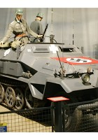 Sdkfz.251/6 - Με Τα Πόδια Γύρω Από