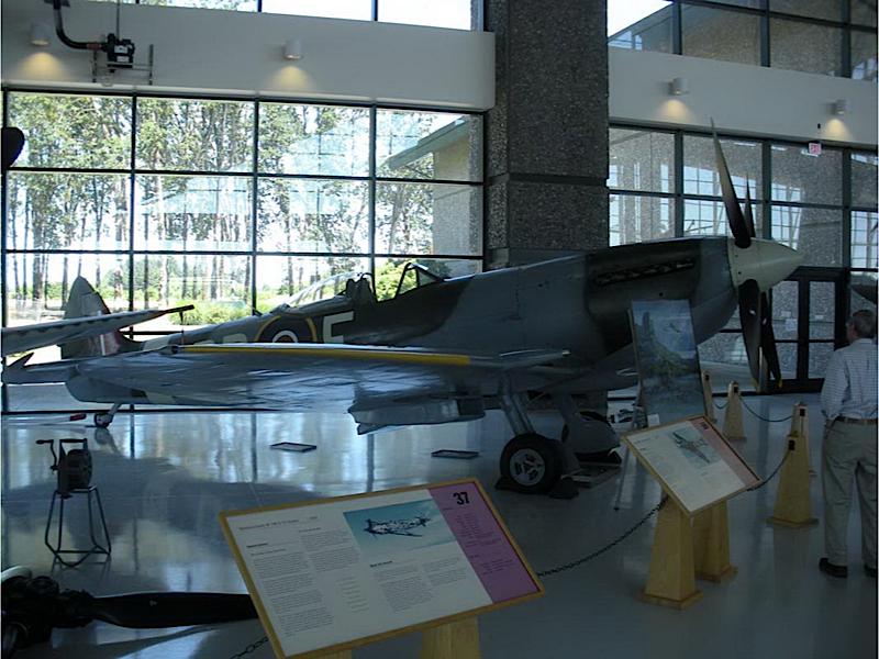 Supermarine Spitfire Mk.XVI - Promenade Autour