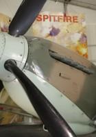 Spitfire Mk XVI Piedi Intorno