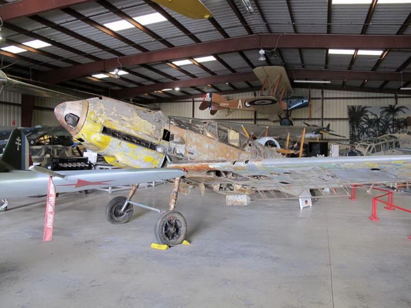 Messerschmitt Bf-109E-7 - με τα Πόδια Γύρω από