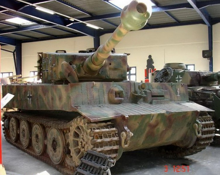 PzKpfw VIH Tiger - Walk Around