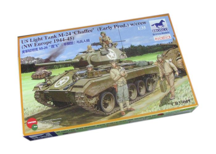 M-24 Chaffee Lätt Tank w/Besättning - Bronco CB35069
