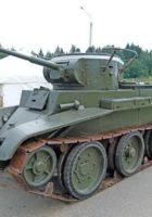 Radziecki kawalerii czołg BT-7 - spacer