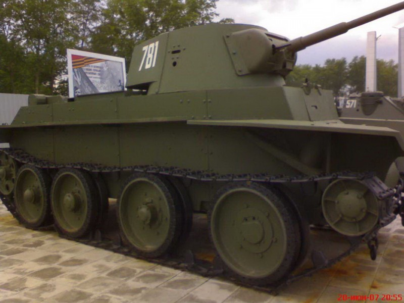 Soviet cavalry tank BT-7 - Walk Around