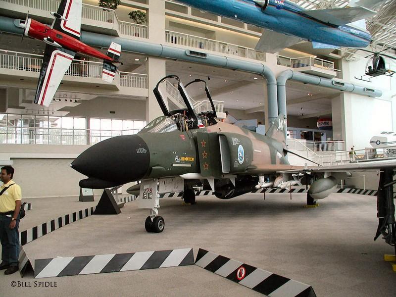"""Mcdonnell Douglas F-4 """"Фантом"""" II място - около"""