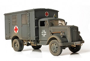 Deutsch 4x4 Ambulance - Forces of Valor 80076