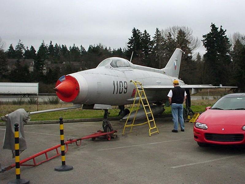 Mikojan-Gurevič MiG-21-F - Omrknout