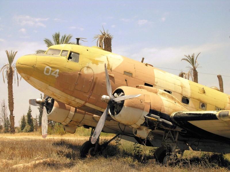 Dakota C-47A - Kävellä