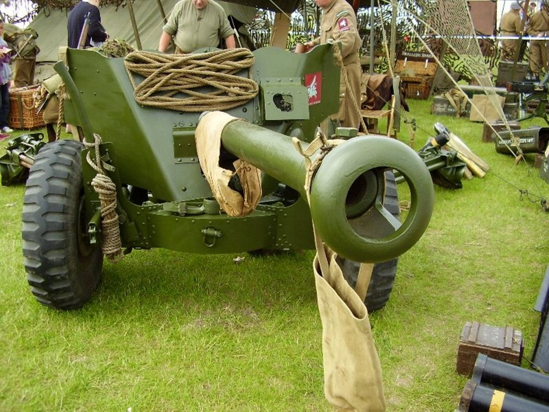 Ordnance QF 6-pounder-прогулка вокруг