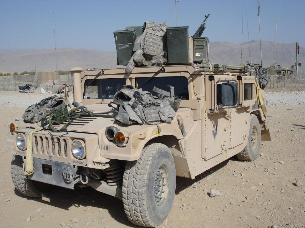 M1151 hmmwv серия