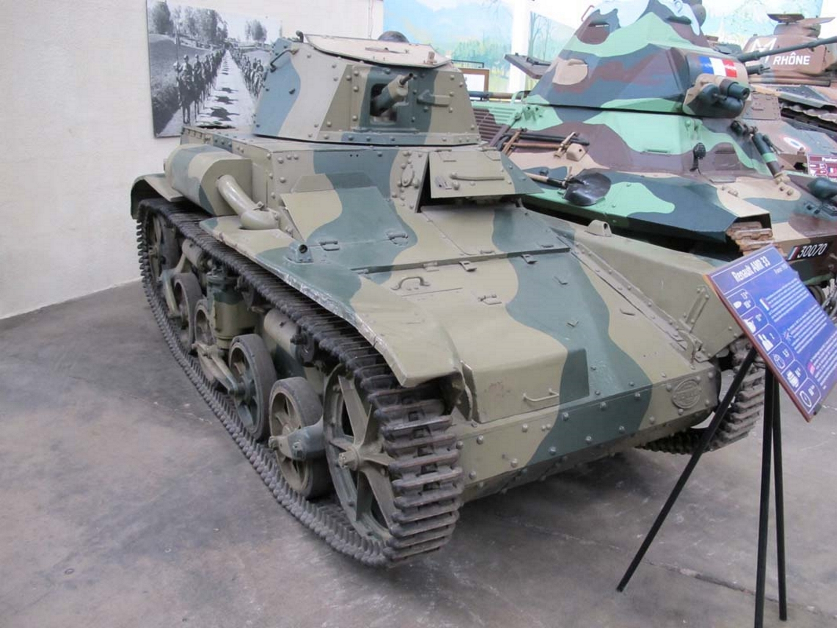 Рено AMR-33