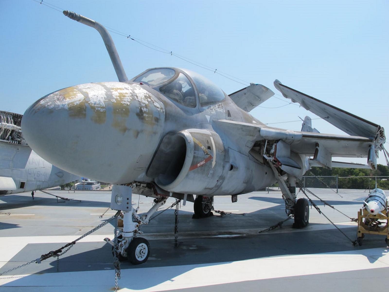 Grumman A-6A Intruder - Photos - English