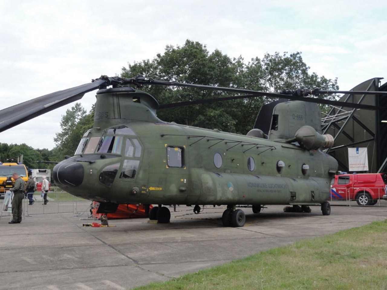 A Boeing CH-47D Chinook