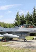 A General Dynamics F-16 Fighting Falcon - Caminhada Em Torno