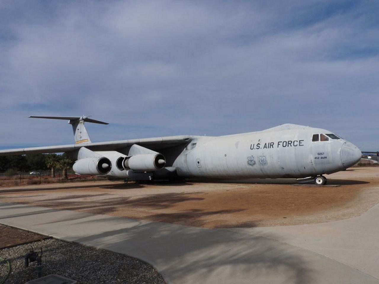 Lockheed C-141B csillagemelő