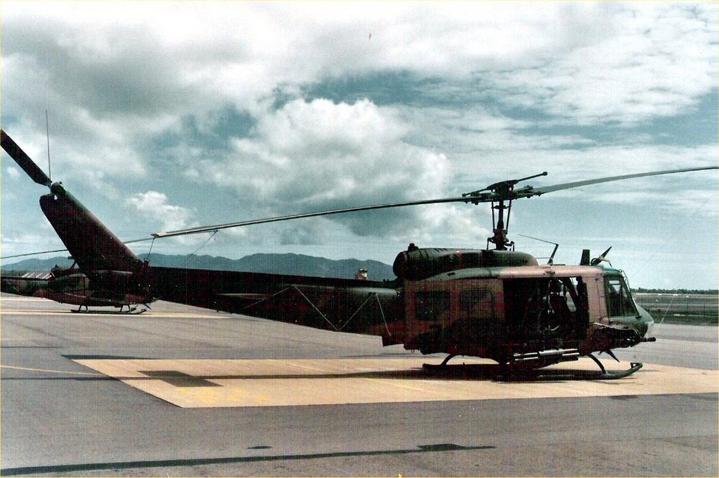 UH-1D Huey Gunship
