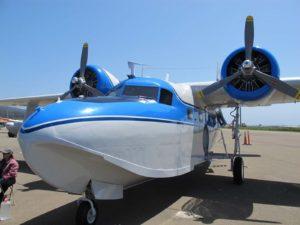 Grumman G-73 Mallard - Με Τα Πόδια Γύρω Από