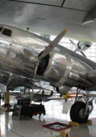Douglas DC-3 - με τα Πόδια Γύρω από