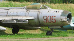 Mikoyan-Gurevich MiG-19 - Camminare Intorno