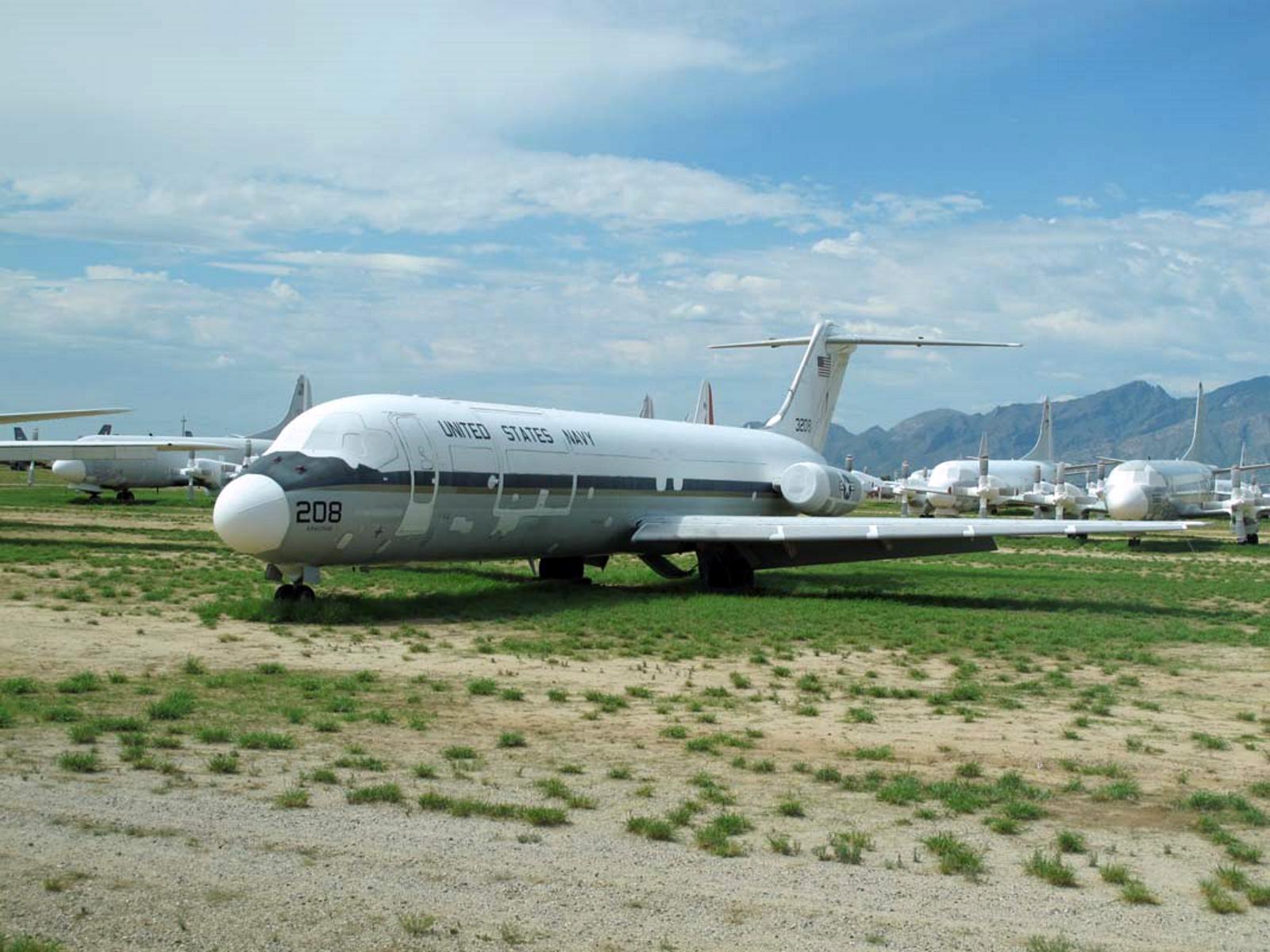 McDonnell-Douglas C-9B-Skytrain-II