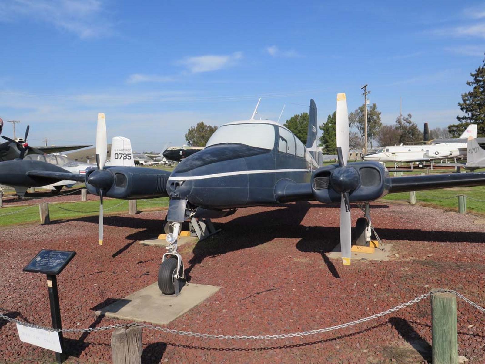 Cessna U-3A Modrá Kanoe