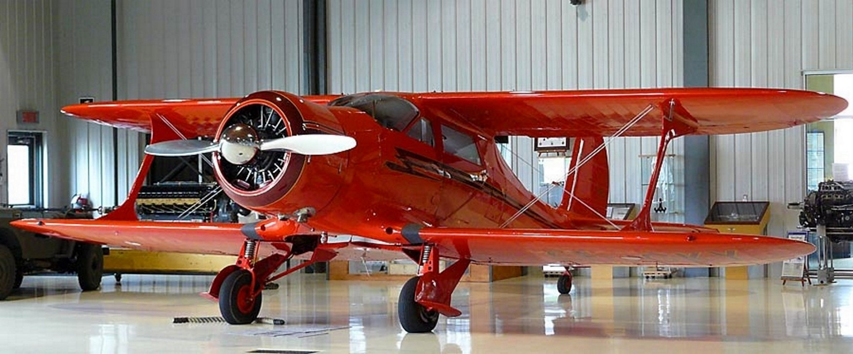 Beechcraft Model 17 Staggerwing - Gå Rundt
