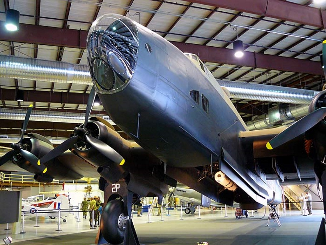 Handley Page Halifax - Camminare Intorno
