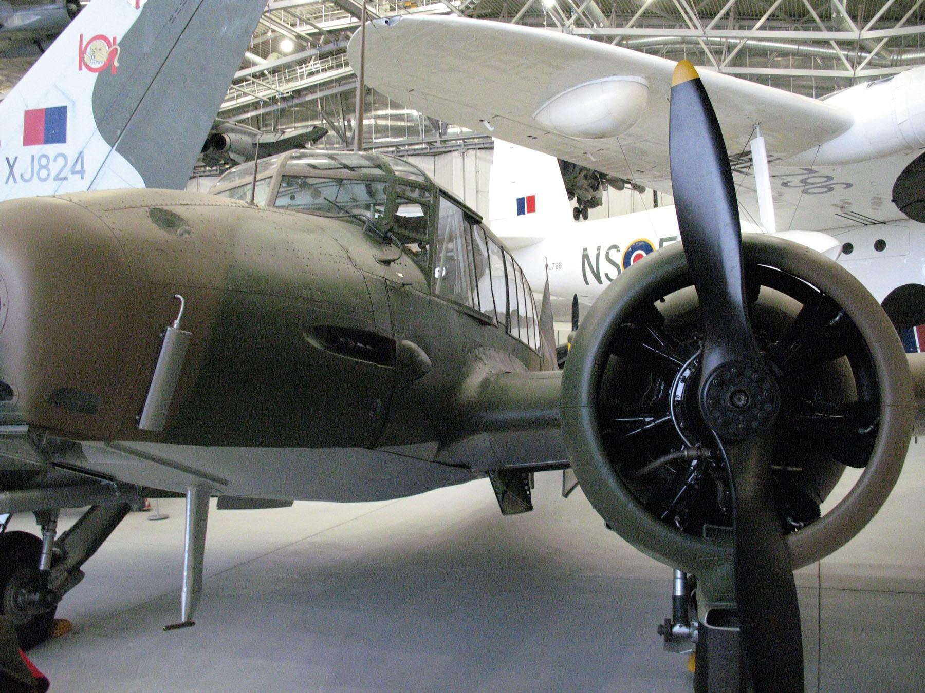 Avro Anson - WalkAround