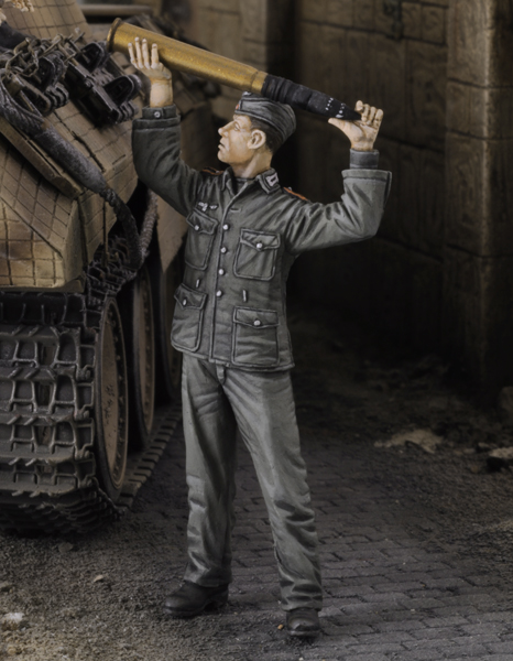 German tankers loading-ammo - Royal Model 668